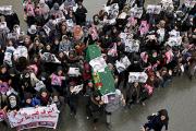 Протестующие пронесли по Кабулу гроб с телом девятилетней девочки
