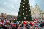 Сотни Дедов Морозов прошли шествием по Гродно