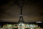 В Париже эвакуировали Эйфелевубашню из-за вероятного террориста