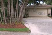 Во Флориде вандалы разрисовали дом убийцы льва Сесила