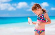 Эксперт рассказал, с какого возраста можно везти ребенка на курорт и что взять с собой
