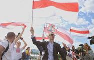 «Молодой Фронт» снова зовет белорусов подписываться за национальный флаг