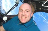 Астронавт случайно позвонил в Службу 911 с орбиты