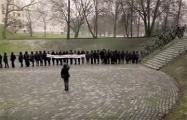 «Вольный хор» исполнил гимн «Магутны Божа» на мемориале «Яма»