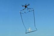 Полицейский дрон в Токио начнет ловить опасные беспилотники сеткой