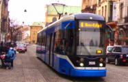 Для водителей авто в Кракове сделали бесплатным городской транспорт