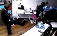 Видеофакт: Полиция врывается в студию «Навальный Live»