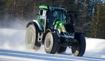 Финский гонщик разогнал трактор до 130 км/ч