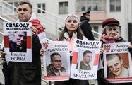 Портреты патриотов на акции в Минске