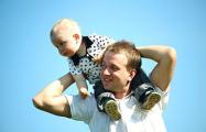 В Беларуси более трех тысяч отцов находятся в декретном отпуске