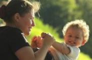 Механизм расчета пособий по уходу за ребенком до трех лет будет изменен