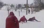В Бобруйском районе врачи по снегу ползли на вызов к 12-летней девочке