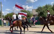 В деревне под Минском жители вышли на протест на коне