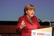 Меркель пообещала вернуть мигрантов на родину