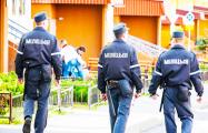 Видеофакт: Странное поведение белорусских милиционеров удивило велосипедиста