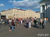 300 минчан «замерли» на площади Свободы (Фото)