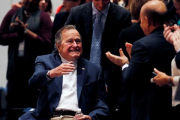 Буш-старший выписан после лечения перелома шейного позвонка