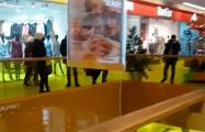 Белорусы спели «Муры» в торговом центре «МОМО»