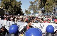 В Алжире акции против правителя достигли пика массовости