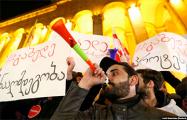 Под парламентом Грузии собралось 15 тысяч протестующих