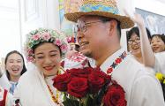 Китайской паре в Витебске устроили традиционную белорусскую свадьбу
