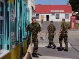 На Фолклендах ранены трое британских солдат