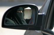 Саудовским женщинам без косметики предложили давать водительские права