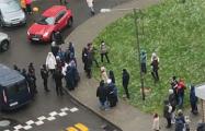 В одном из столичных дворов протестующие прогнали ОМОН
