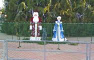 Вокруг новогодней елки в Бобруйске установили два ограждения