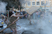 Музыканты, танцоры и фокусники выступили в центре Гродно