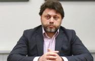 Фотофакт: Главный белорусский чиновник, ответственный за кино, таскает сумки за российским режиссером