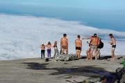 Власти Малайзии обвинили в землетрясении писающих с горы голых туристов