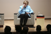 Меркель в Японии призвала продлить санкции против России