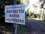 В австралийском городке запретили бутилированную воду