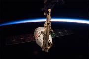 Частный космический корабль Dragon отстыковался от МКС