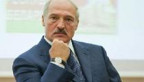 Лукашенко в Киеве заклеивал людям рты и воровал компьютеры (Фото)