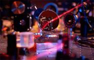 Ученые создали самое тонкое зеркало в мире, не видимое глазом