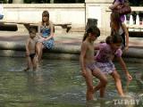 МЧС рекомендует защищаться в жару от солнечных лучей и не употреблять алкоголь