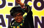 В ЮАР скончалась ветеран борьбы с апартеидом Винни Мандела
