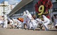 На Комаровку вновь пришли женщины в белом и с белыми цветами