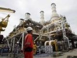 В Индийском океане загорелась нефтяная платформа