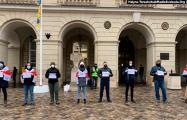 Во Львове на ратуше появился баннер «Свободу политзаключенным Беларуси»
