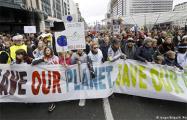 Десятки тысяч человек в Брюсселе вышли на демонстрацию в защиту климата