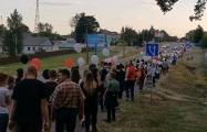 В Дзержинске колонна движется к дому председателя РИК