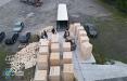Украинские пограничники нашли белорусские сигареты, спрятанные в древесину