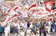 Видеофакт: Белорусы хоронят коммунизм и флаг Лукашенко
