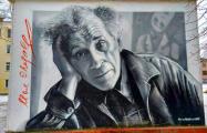 Граффитист реставрирует испорченный портрет Шагала