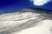 Человек впервые побывал на острове, «рожденном» вулканом два месяца назад