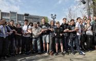 The Bell: Нападавшие на участников московской акции протеста 5 мая казаки, связаны с мэрией Москвы