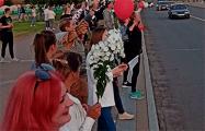 В Горках люди напротив исполкома скандируют: Уходи!
